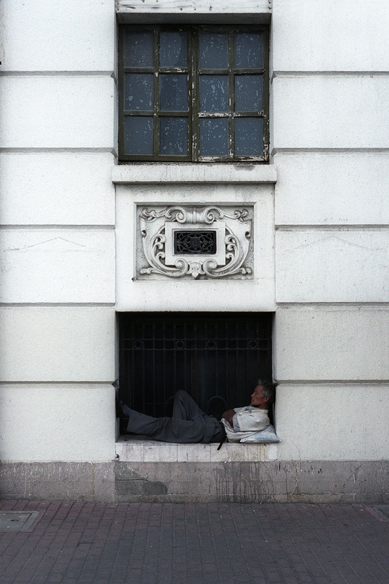 APF_Shanghai-Asleep in a windowC